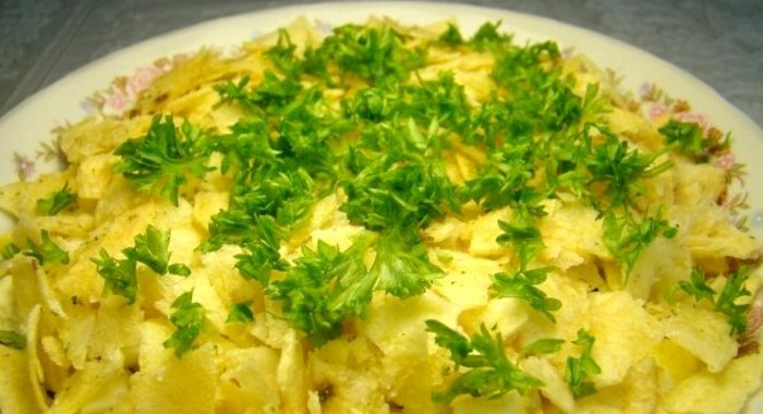 Салат парус с чипсами рецепт с фото пошагово с картофелем