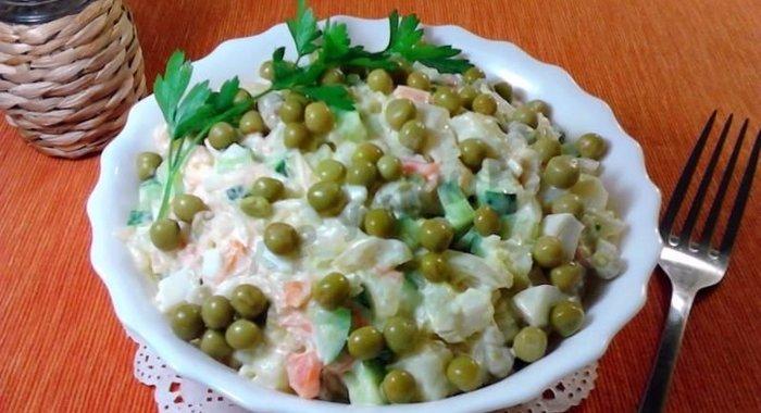 Салат из квашеной капусты простой рецепт