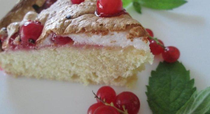 Пирог с красной смородиной на кефире