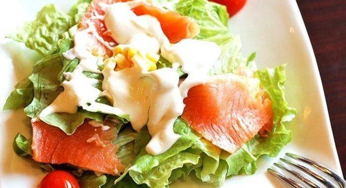 Рецепт вкусного салата из рыбы с
