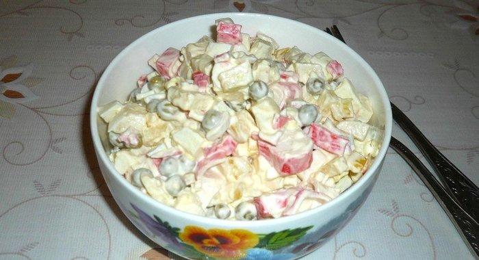 Простой и вкусный салат из крабовых палочек рецепт с очень вкусный