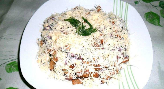 Сырный салат с сухариками рецепты