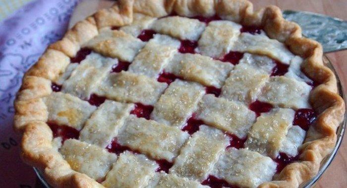 Пирог с вишней в духовкеы с фото простые