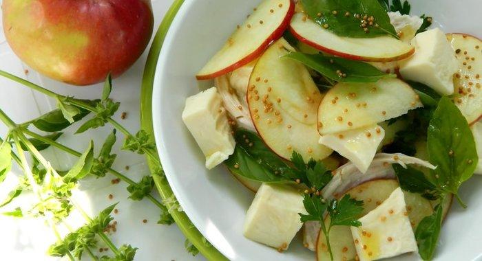 Салат с курицей и яблоком с фото