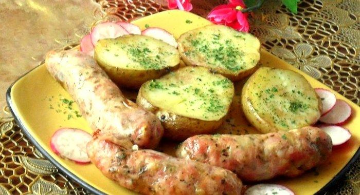Колбаса с картошкой в духовке с фото