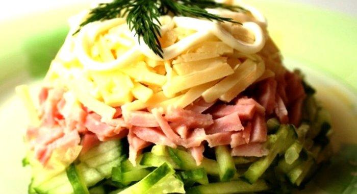 Салат с ветчиной сыром огурцом и яйцом с фото