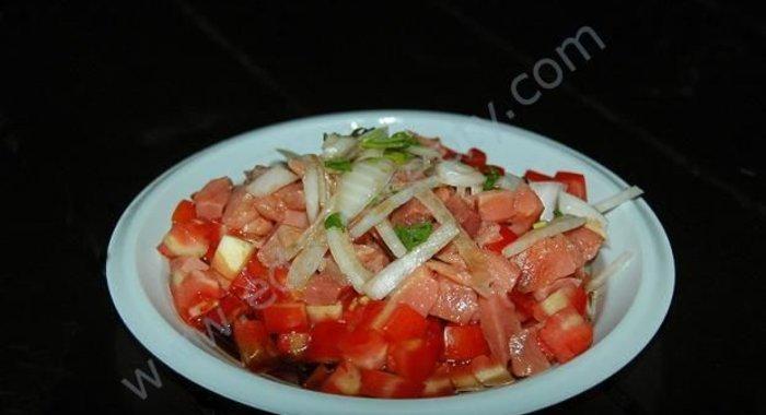 простые рецепты салатов с копченой рыбой