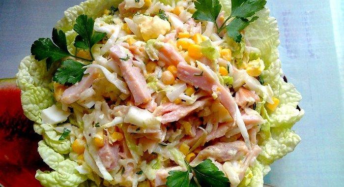 салат с копчёной курицей и капустой