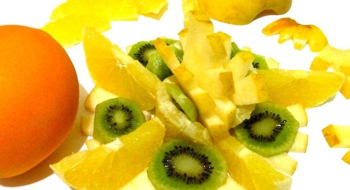 Салат фруктовый с яблоками с