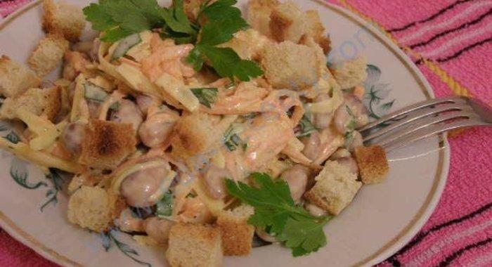 Рецепт салатов с фасолью и сухариками с