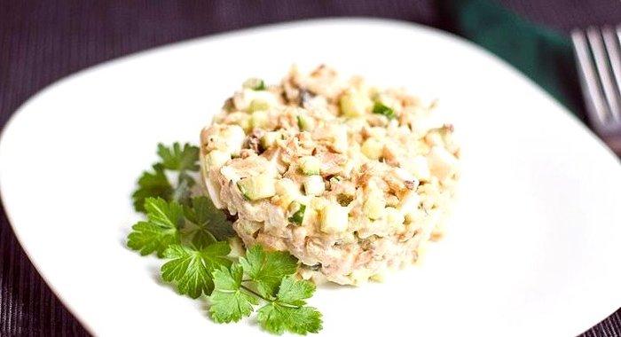 Салат с горбушей консервированной рецепт с