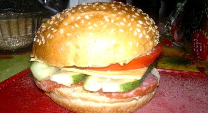 Гамбургеры с сосиской в домашних условиях рецепты с фото