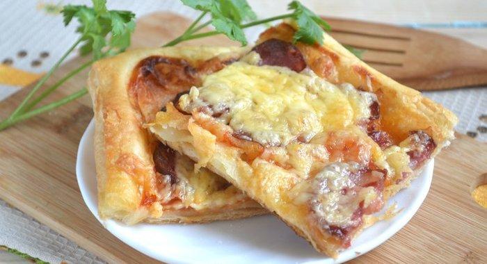 домашняя пицца на слоеном тесте рецепт с фото в духовке