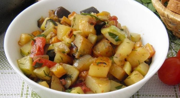 Овощное рагу картошка баклажан кабачок капуста