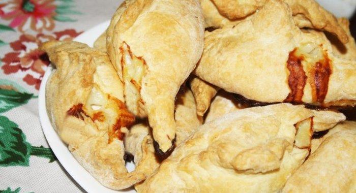 Слоеные пирожки курицей рецепт с фото