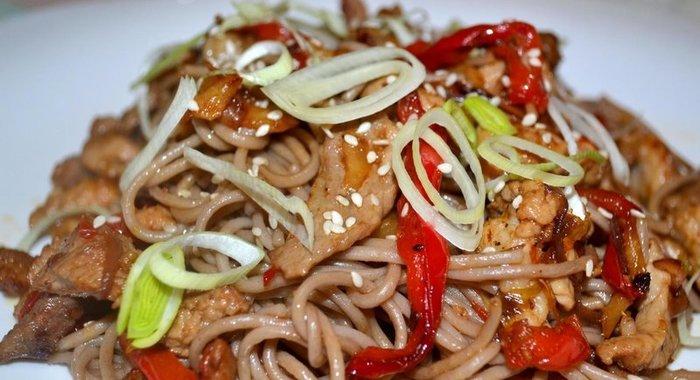 Лапша со свининой и овощами рецепт пошагово