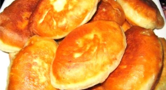 Простые пирожки на дрожжах жареные