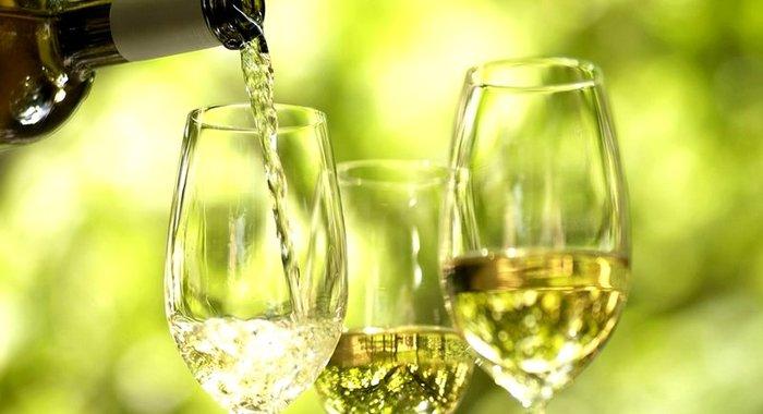 Приготовить домашнее белое вино