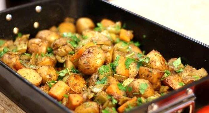 Рагу картошка с мясом в духовке рецепт пошагово
