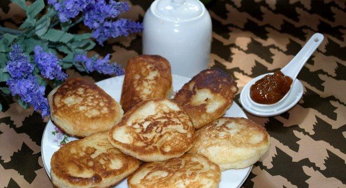 Как приготовить оладушки на молоке с дрожжами рецепт с