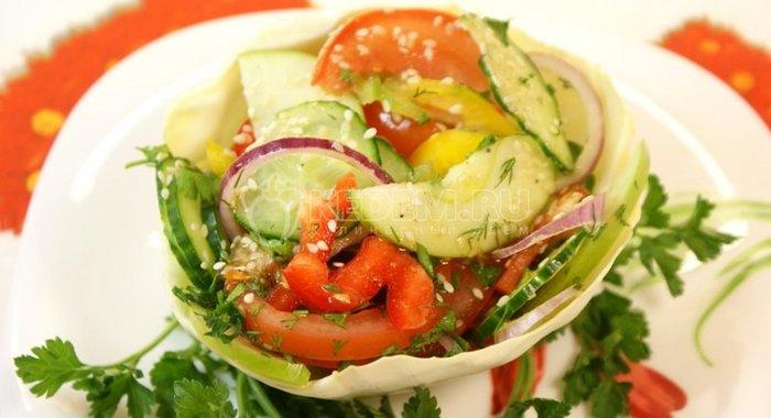 Приготовление салата из овощей с