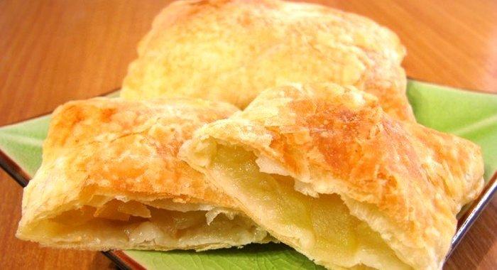 Пирожки с слоеного теста рецепт с фото пошагово