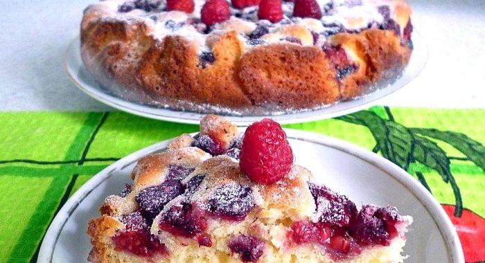 Простой пирог с малинойы с фото