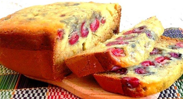 Пирог с вишней на кефире в духовке рецепт